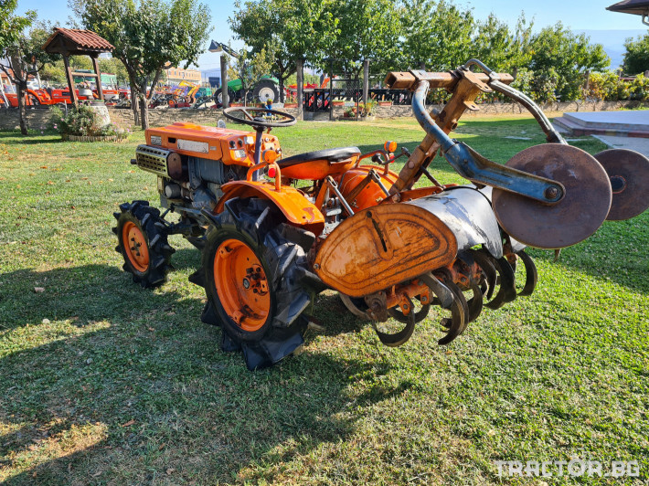 Трактори Kubota B7000 2 - Трактор БГ